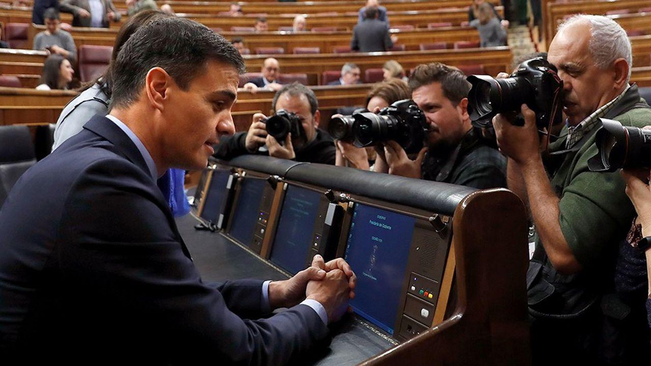 Après le rejet de son projet de budget au parlement, le socialiste Pedro Sánchez semble acculé à la convocation d'élections anticipées.