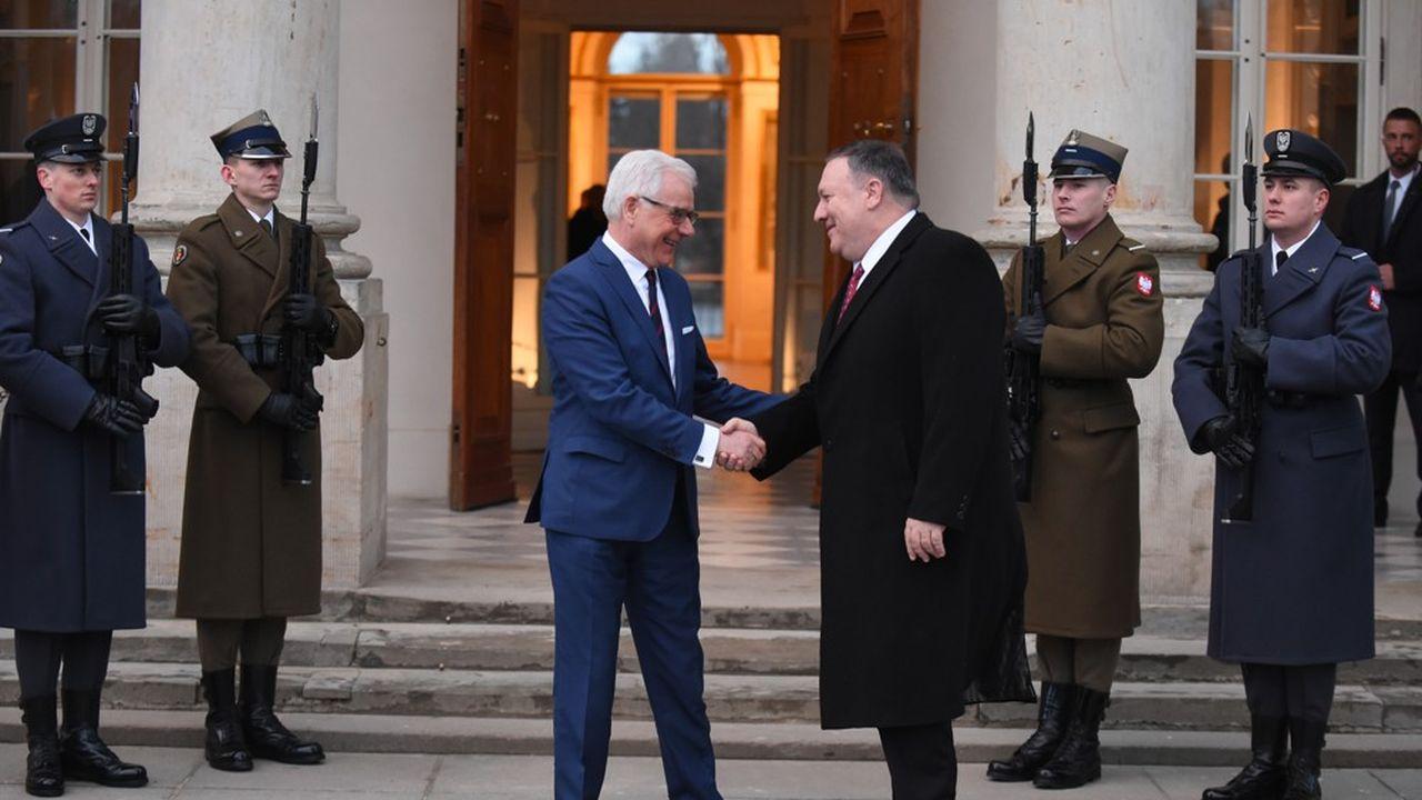 Le ministre des Affaires étrangères polonais, Jacek Czaputowicz, à gauche, et le secrétaire d'Etat américain Mike Pompeo, ce mardi à Varsovie.