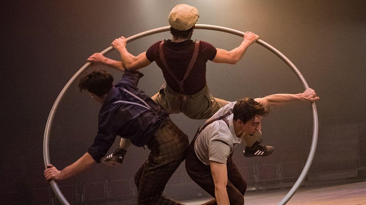 L'une des nombreuses troupes réunies par la Biennale Internationale des Arts du Cirque