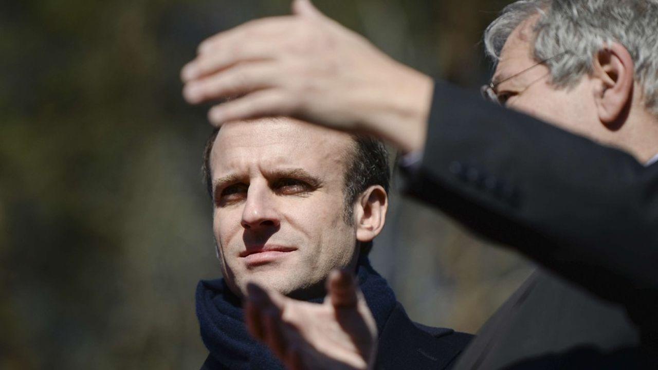 Emmanuel Macron a visité le village de Gargilesse, avec son maireVanik Berberian, avant de rencontrer les chefs d'entreprise de l'Indre, sur le site de l'entreprise Egide Aviation.