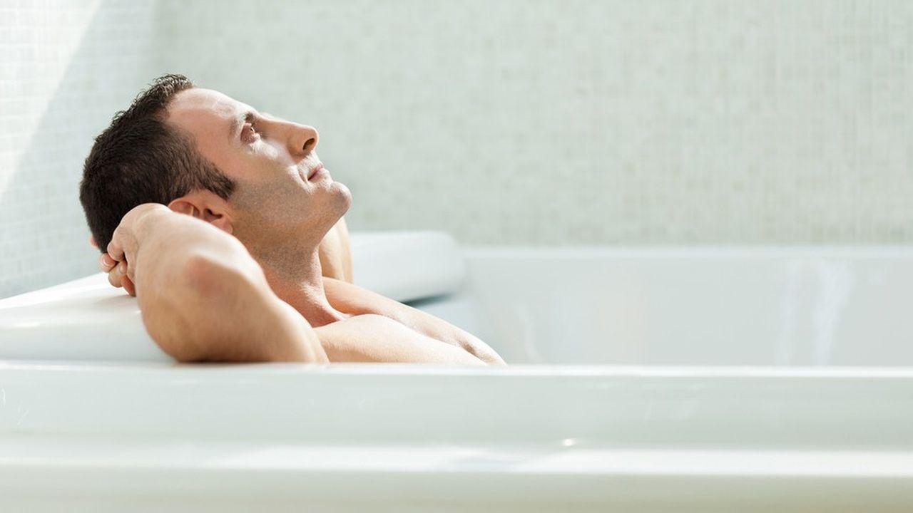 Le bain, un lieu de réflexion où incubent les idées.