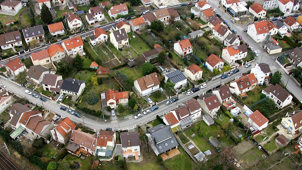 Le lotissement construit le long d'une ligne de chemin de fer ne correspond plus aux nouvelles formes d'urbanisation.