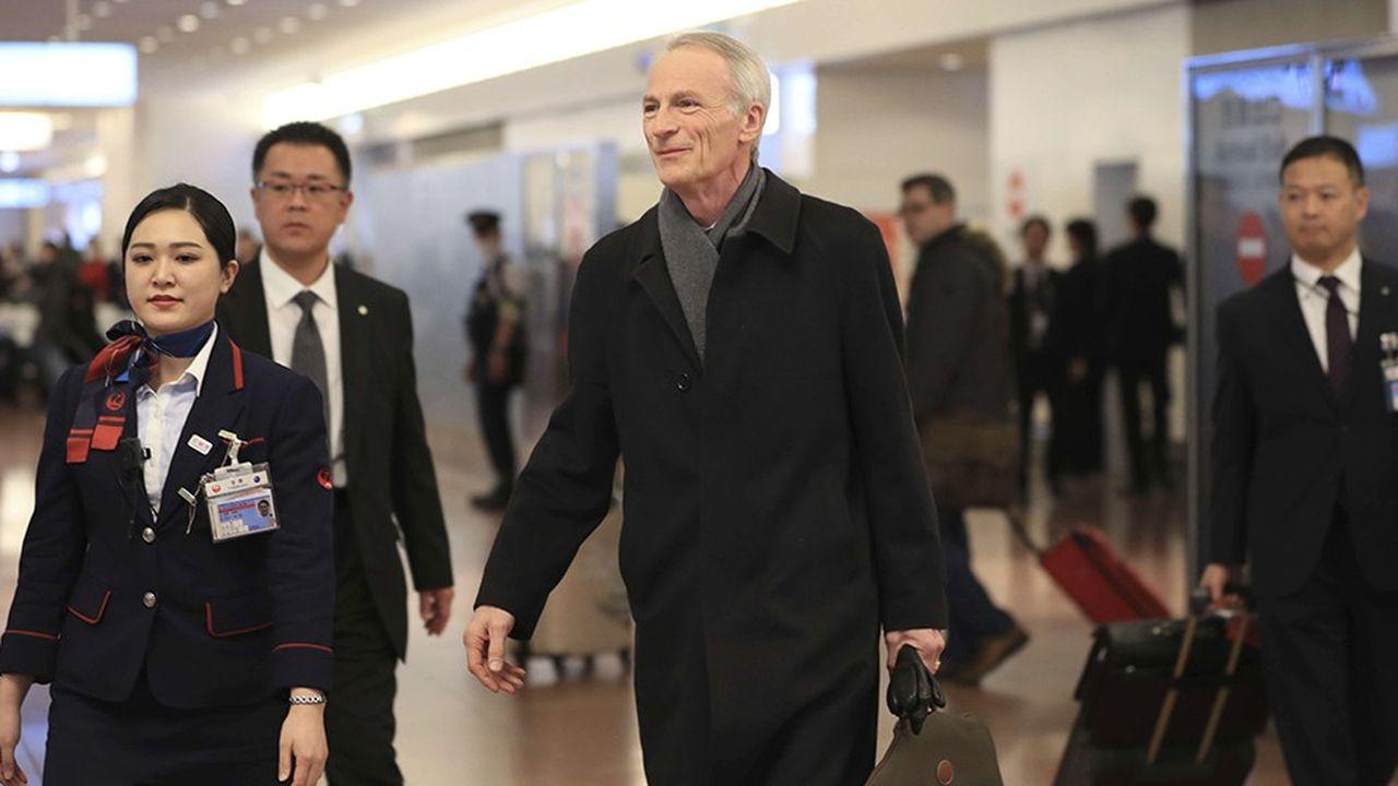 Dès son arrivée à l'aéroport de Tokyo, jeudi dernier, le président de Renault, Jean-Dominique Senard, a été assailli par les journalistes japonais.