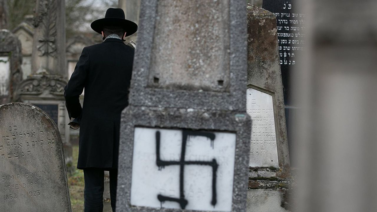 Un cimetière juif profané en Alsace. C'est en France que la montée des actes antisémites a été la plus spectaculaire.