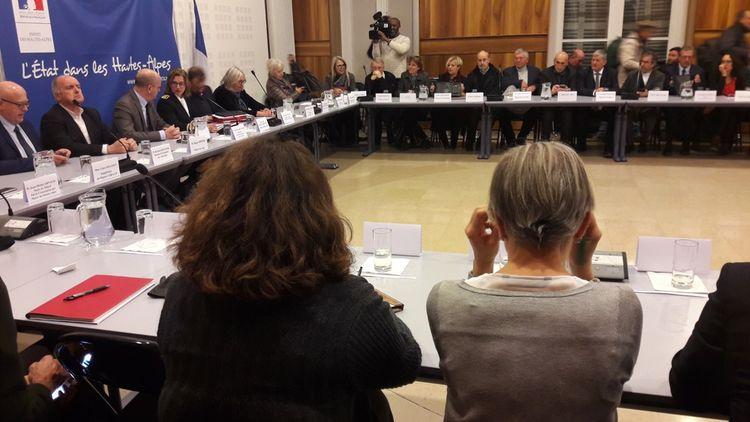 Jean-Michel Blanquer et Sébastien Lecornu ont passé la soirée dans la préfecture avec une quarantaine de maires du département et autant de présidents d'association.