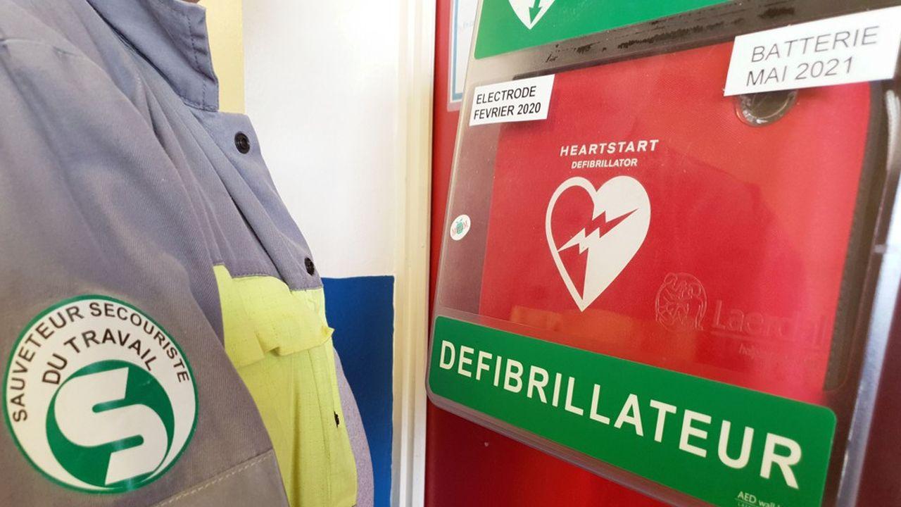 Déjà mis en place dans plusieurs départements, ce dispositif national prévoit qu'en cas de décès certain, le médecin du Samu puisse décider et demander aux pompiers-secouristes sur place l'arrêt d'une réanimation.
