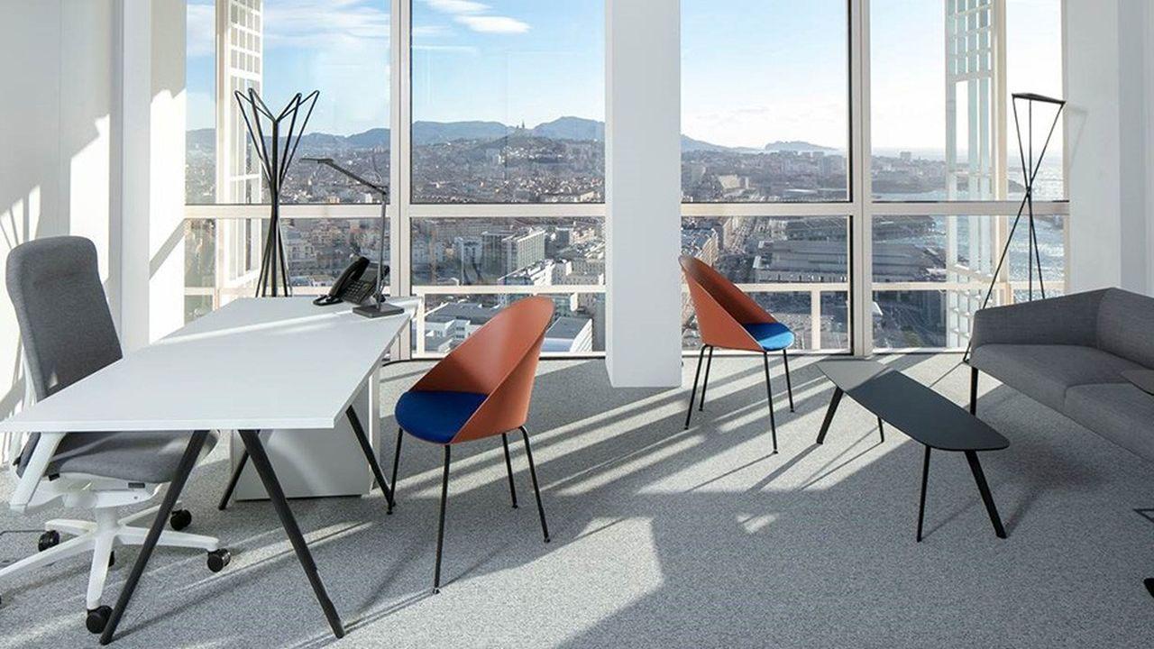 Le Sky Business Center, à Marseille, est situé au 30e et dernier étage de la tour La Marseillaise de Jean Nouvel.