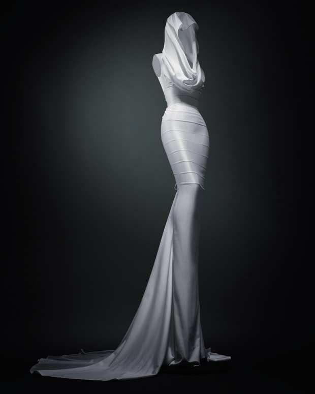 Robe créée par la couturier Azzedine Alaïa.