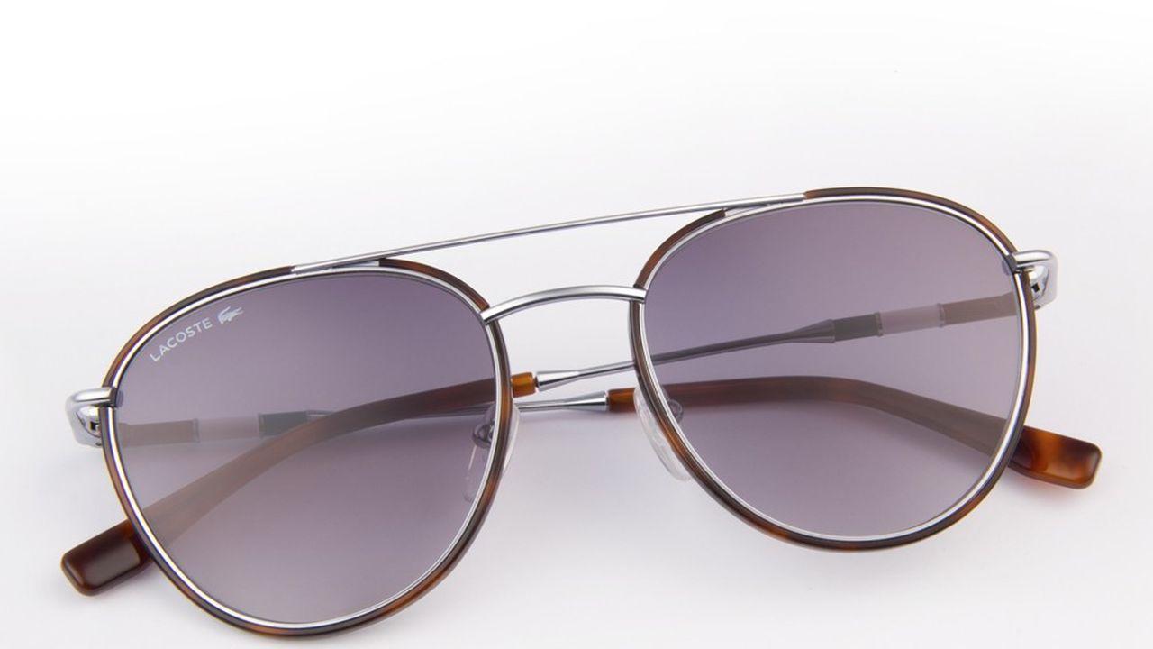 Les lunettes de soleil Lacoste.