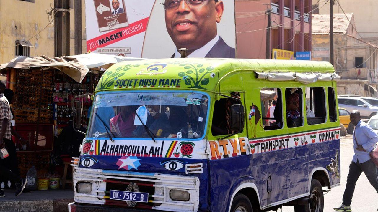 Les électeurs sont appelés aux urnes ce dimanche pour départager les cinq candidats, dont le président sortant Macky Sall, grand favori.