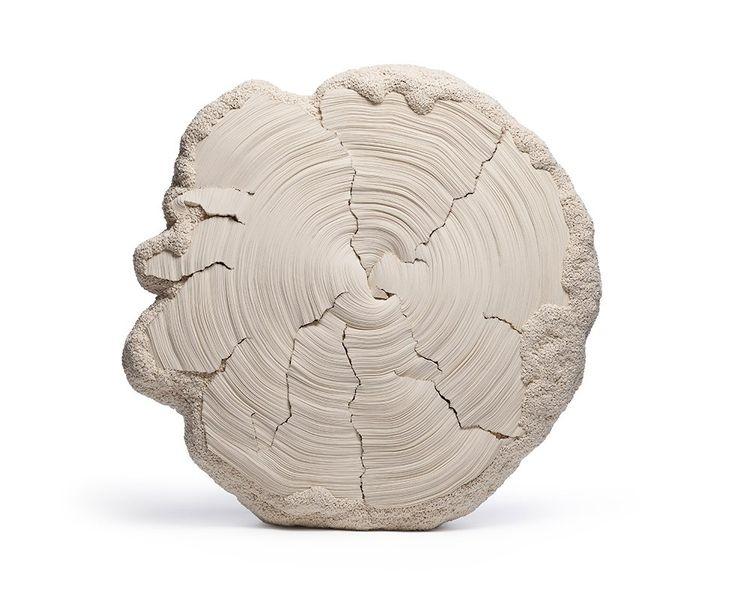 Sculpture en coton de Simone Pheulpin intitulée « Croissance XL ».