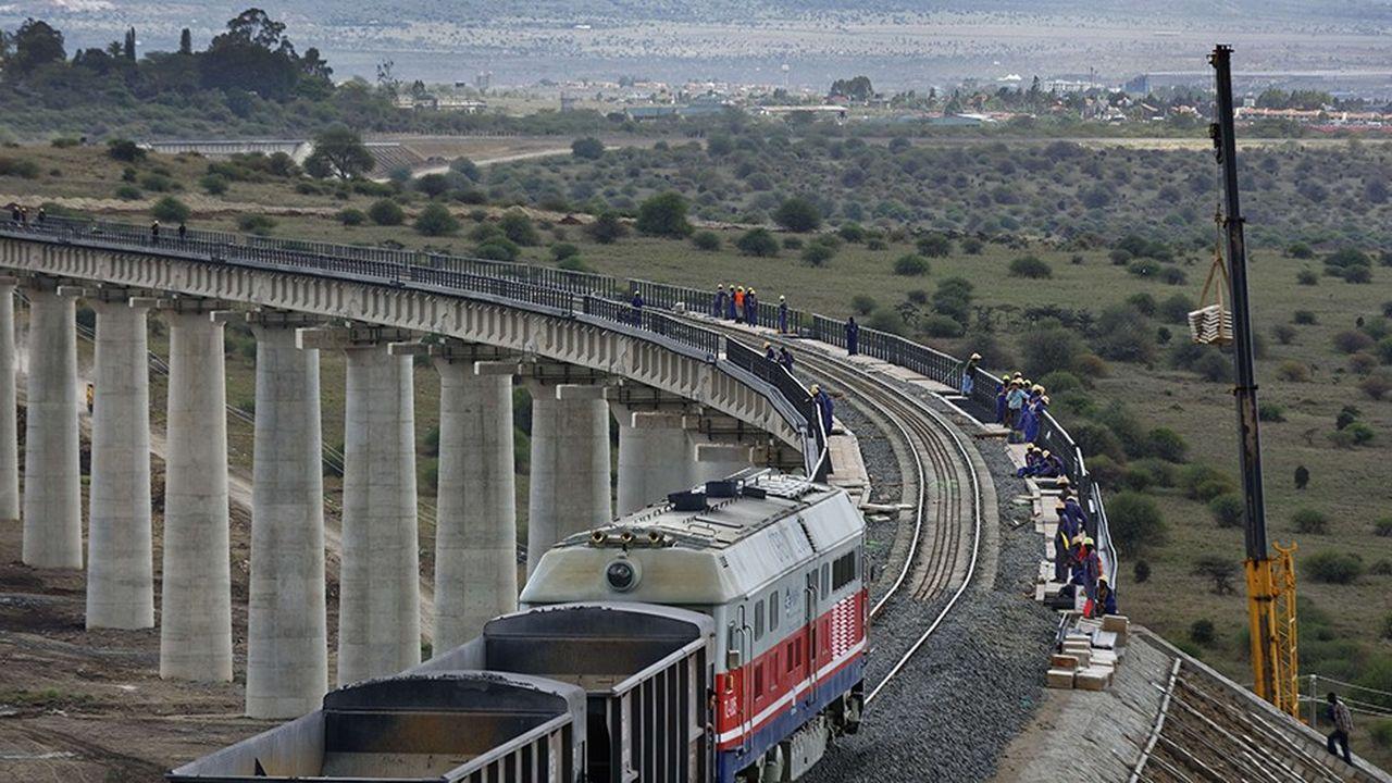 Parmi les grands projets financés par la Chine en Afrique, la ligne ferroviaire entre Nairobi et le port de Mombasa au Kenya a coûté 4 milliards de dollars