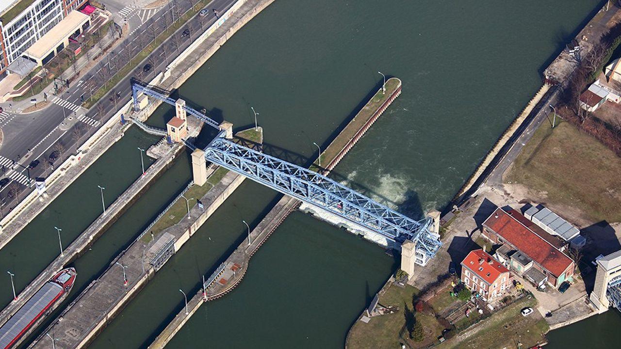 Voies Navigables de France entretiennent les barrages et écluses de navigation, comme ceux de Suresnes sur la Seine, en aval de Paris.
