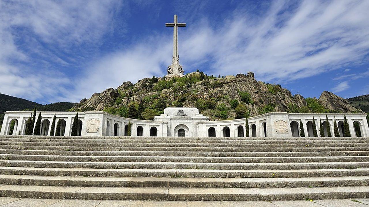 Le gouvernement espagnol veut sortir Franco de son mausolée pour qu'il soit enterré dans un lieu plus discret.