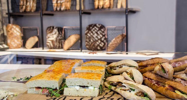 A Paris, The French Bastards insiste sur la provenance des ingrédients et mise sur un décor moderne.