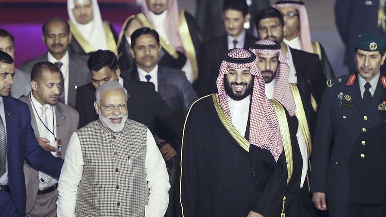 Le prince héritier d'Arabie saoudite, Mohammed ben Salmane, accueilli par le Premier ministre indien Narendra Modi à New Delhi.