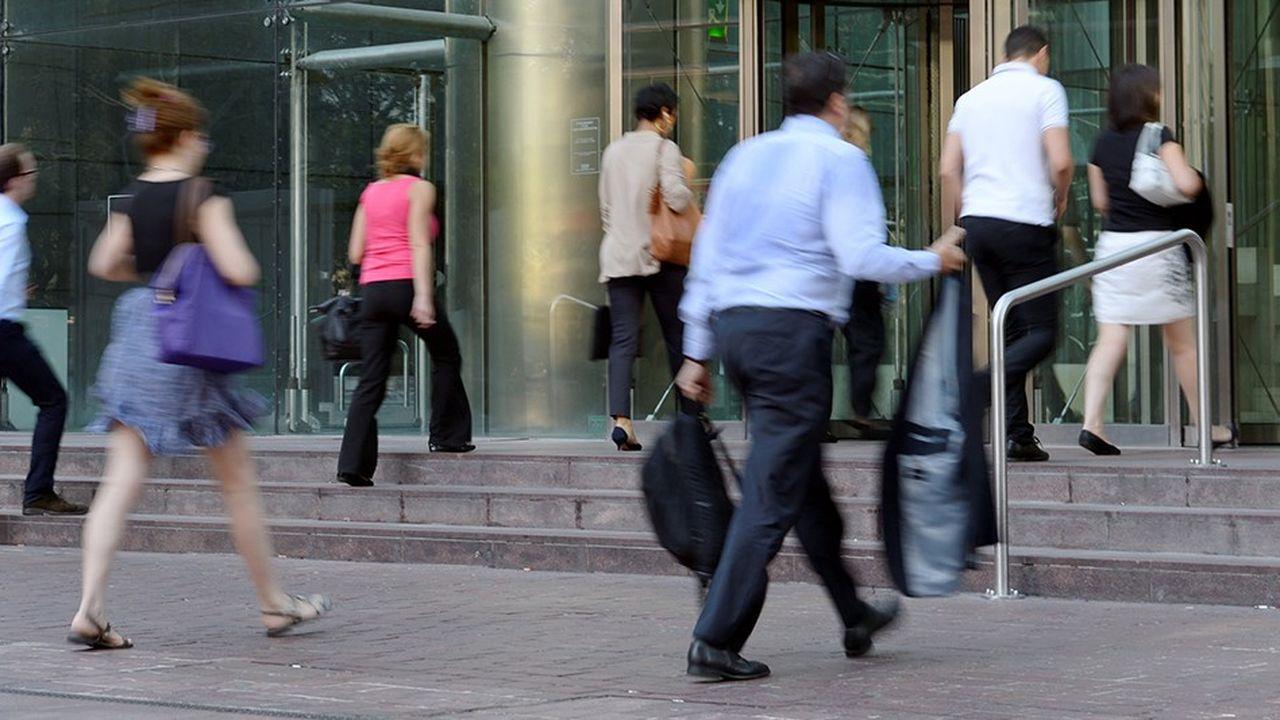 En 2018, les entreprises ont recruté 266.400 cadres, en hausse de 11%. Le seuil de 300.000 par an pourrait être franchi en 2021 selon l'Apec.