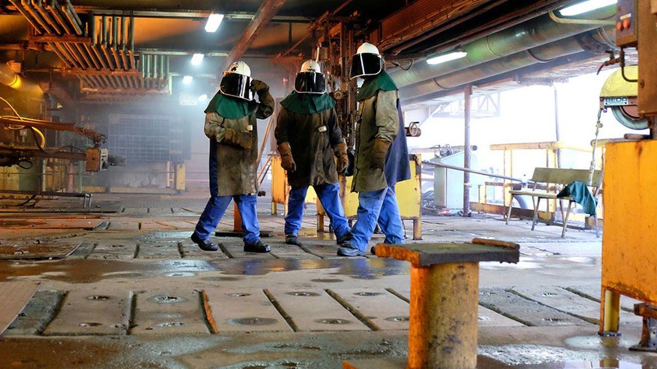 Des travailleurs de l'usine métallurgique de la SLN, la filiale nickel du groupe Eramet, en Nouvelle-Calédonie en 2016.