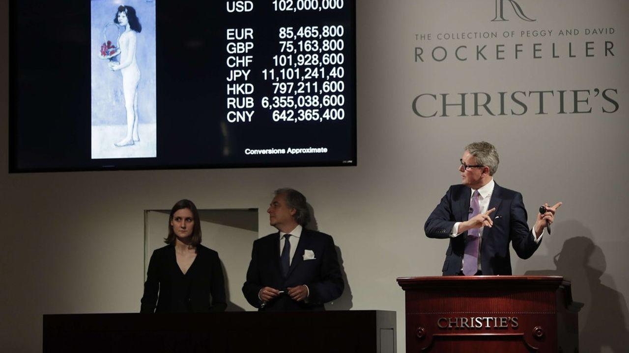 Le président de Christie's, Jussi Pylkkänen, mène les enchères de «Fillette à la corbeille fleurie» de Picasso, une oeuvre adjugée 102millions de dollars lors de la vente de lacollection Peggy et David Rockefeller en mai2018 à New York.