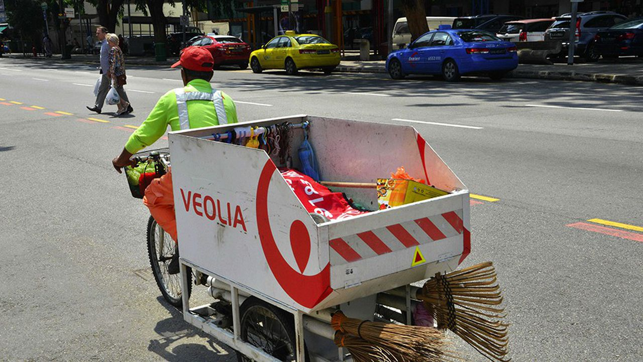 En Asie, Veolia a réalisé l'an dernier un chiffre d'affaires en croissance de 17%, à 1,7milliard d'euros. Il va créer uneusine de recyclage de plastique en Chine, qui constituera une première pour lui dans ce pays où il est déjà présent dans l'eau et les déchets.