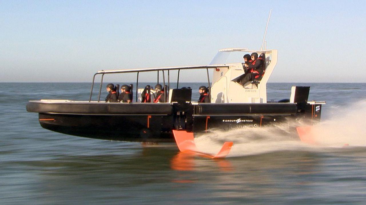 Le bateau, qui file de 25 à 30 noeuds en moyenne, a effectué ses premiers vols au large de Saint-Gilles-Croix-de-Vie, début février.