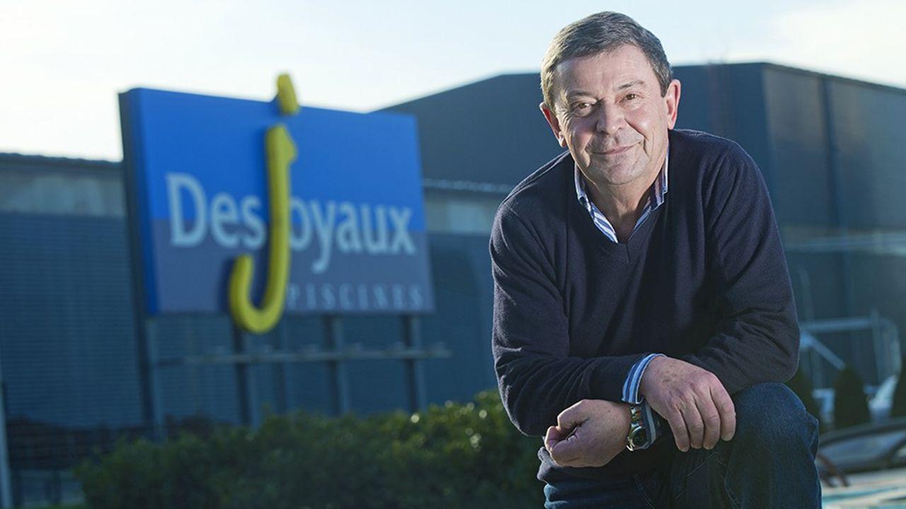 Jean-Louis Desjoyaux est entré dans l'entreprise familiale de piscines aux côtés de son père au début des années 70, avant d'en devenir le PDG en 1989.