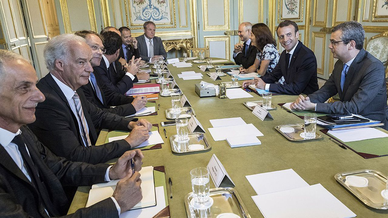 Les propos d'Emmanuel Macron ont été vivement critiqués par les représentants syndicaux mais aussi patronaux.