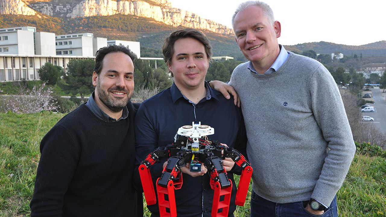 De gauche à droite: Julien Serres, Julien Dupeyroux et Stéphane Viollet, les trois chercheurs à l'origine de cette invention.