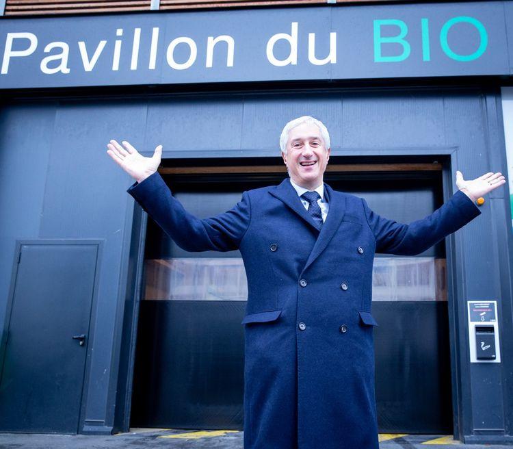 Stéphane Layani devant le nouveau Pavillon du bio