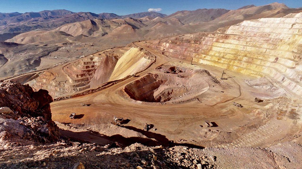 Barrick Gold et Newmont Mining concourent depuis longtemps pour occuper la place de numéro un mondial de l'or. Mais, ces derniers mois, leur rivalité s'est intensifiée.
