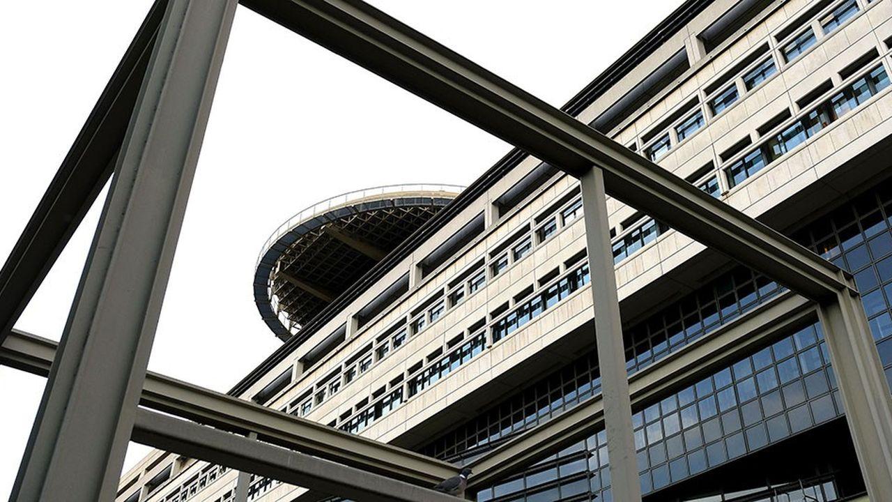 La Banque de France prévoit que la charge de la dette devrait s'alléger de 10milliards d'euros dans les trois ans à venir.