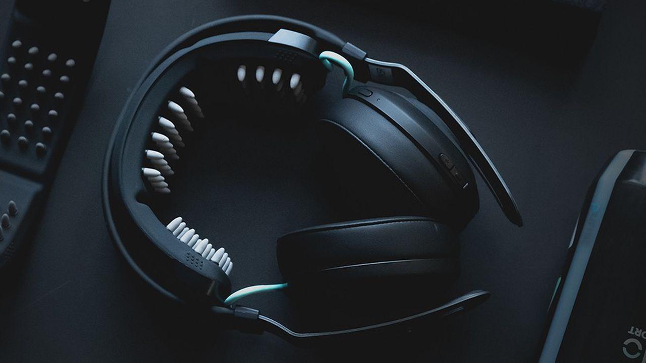 La start-up américaine Halo Neuroscience conçoit des casques spécialement destinés aux sportifs, et qui sont censés améliorer leurs performances.
