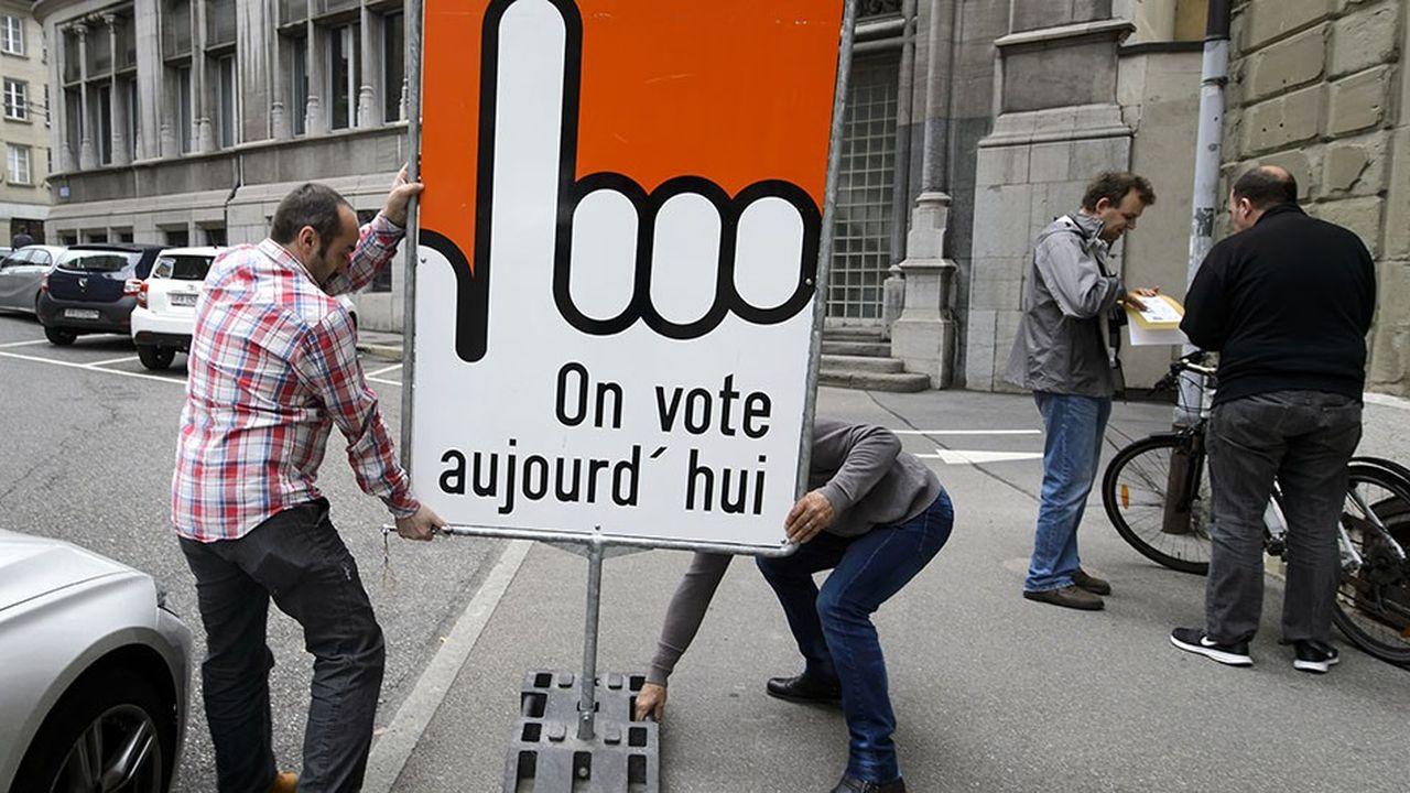 La Suisse envisage de généraliser le vote électronique comme troisième mode officiel de vote.