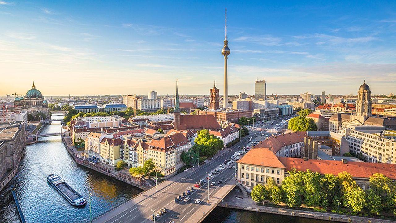 Entre1999 et2017, l'introduction de l'euro aurait fait gagner à l'Allemagne 280milliards d'euros de PIB, soit 3.390euros par habitant, selon le Centre de politique européenne (CEP).