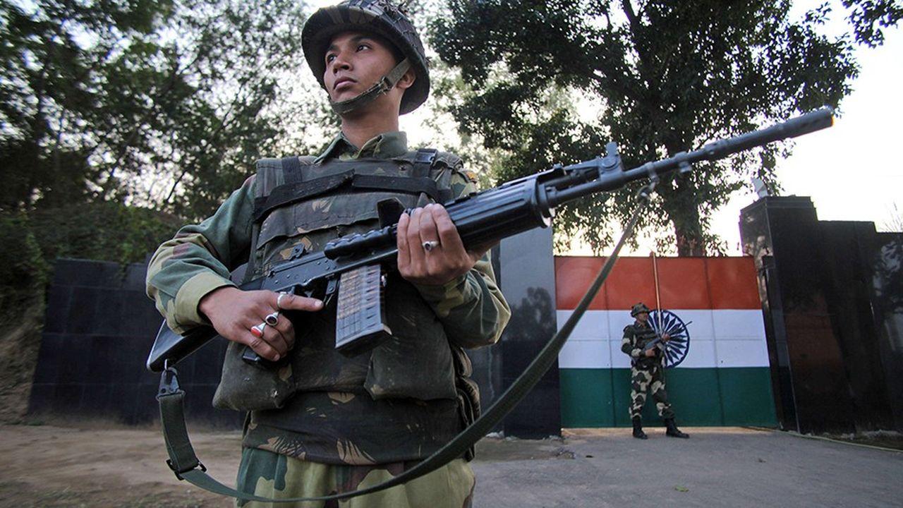 La frontière séparant l'Inde du Pakistan est traditionnellement bien gardée, les escarmouches étant relativement fréquentes.