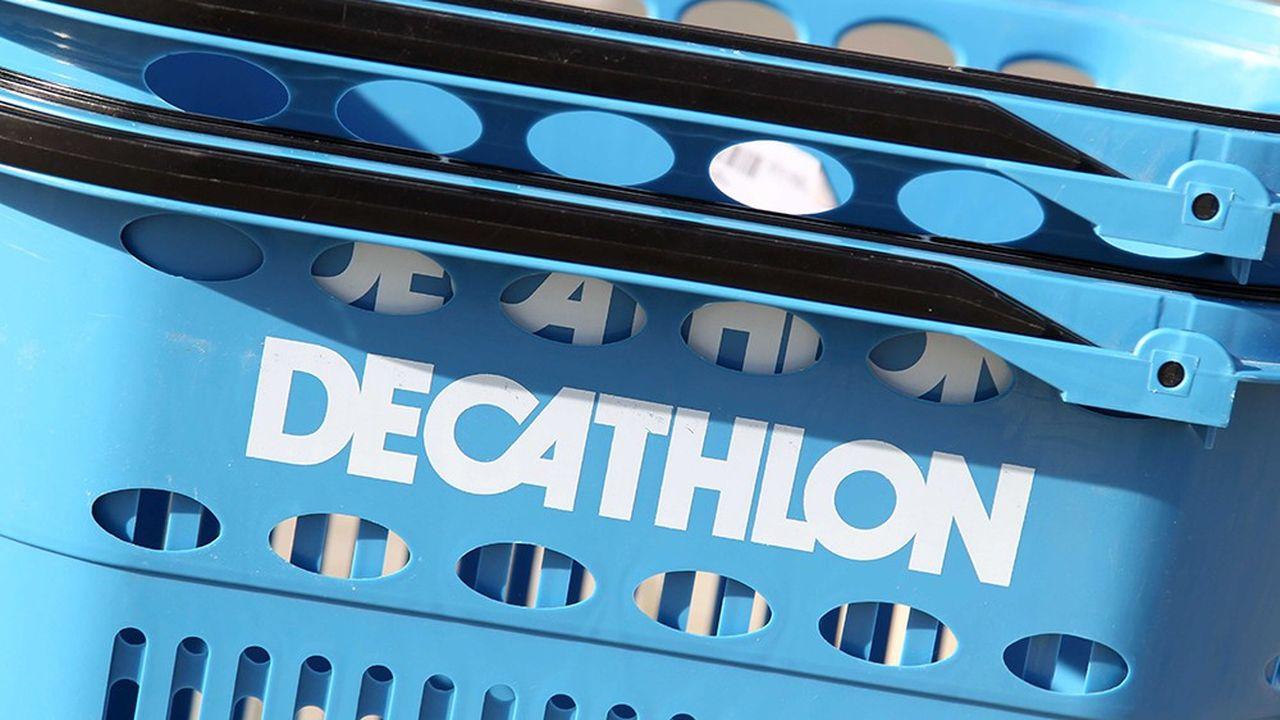 Toute la journée de mardi, Decathlon s'est retrouvé sous un feu de critiques et a finalement renoncé à commercialiser son hijab de course.