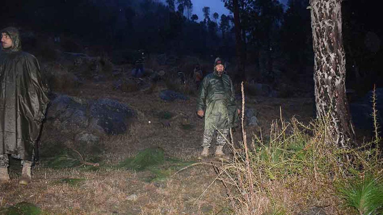 Un soldat pakistanais surveille le camp de Balakot, dans le Cachemire, où l'Inde a procédé mardi à une frappe aérienne inédite depuis 1971.
