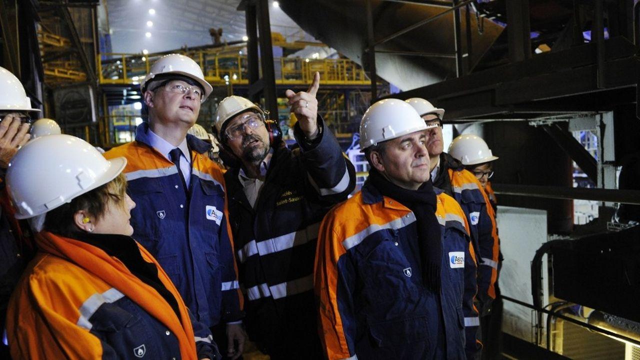 Le ministre de l'Economie, Bruno Le Maire, et le président de la région Hauts-de-France, Xavier Bertrand, lors d'une visite de l'usine Ascoval en novembre2018.