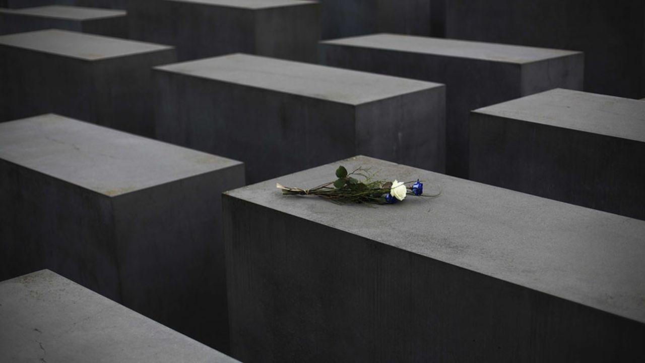 En France, 54 personnes touchent encore la pension controversée de l'Allemagne liée à la Seconde Guerre mondiale.