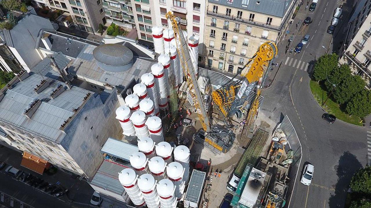 Le projet à 38milliards d'euros du Grand Paris Expresset le prolongement d'Eole, la ligneE du RER, portent l'activité de génie civil d'Eiffage, qui a notamment construit pour Eole une gare porte Maillot et percé 6 kilomètres de tunnel sous la Seine.