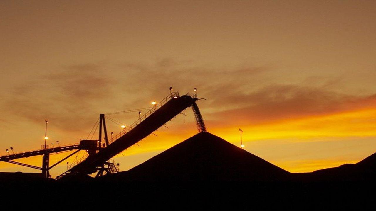La filière charbon emploie 55.000 personnes en Australie et rapporte plus de 46 milliards de dollars américains par an en recettes d'exportations.