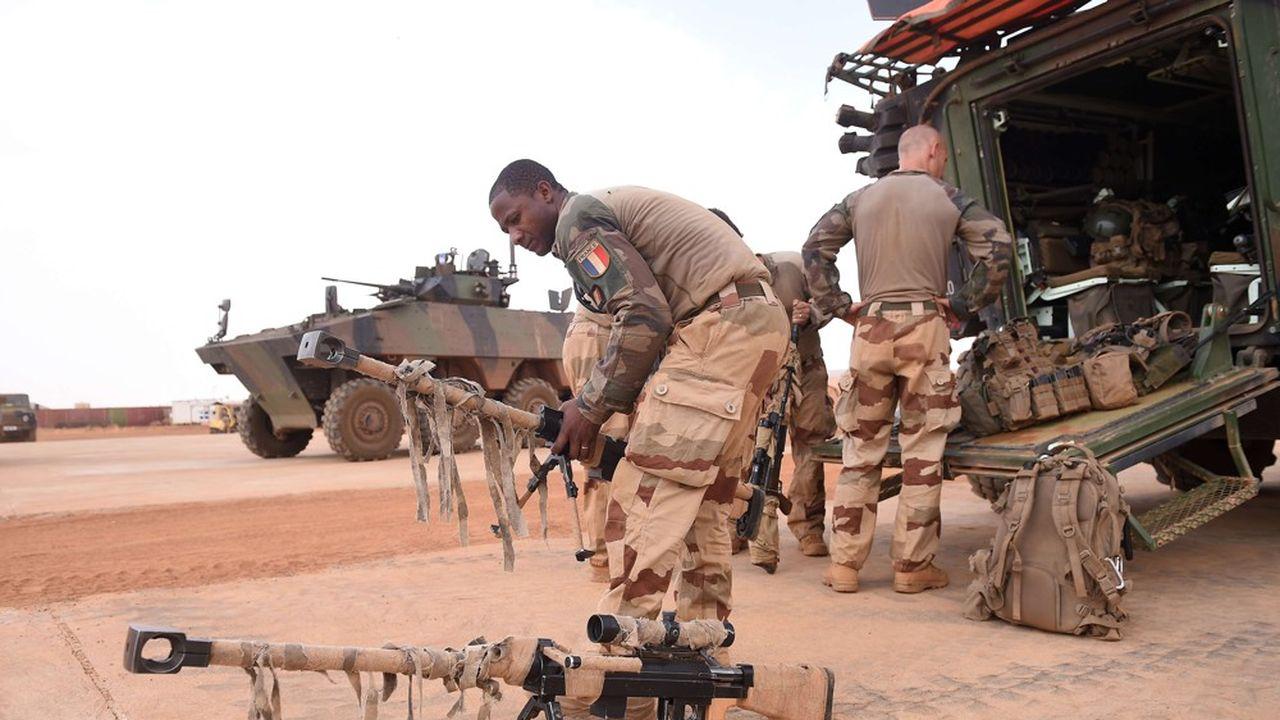 «Chaque trimestre, nous saisissons deux tonnes d'armes et de munitions», a affirmé Florence Parly