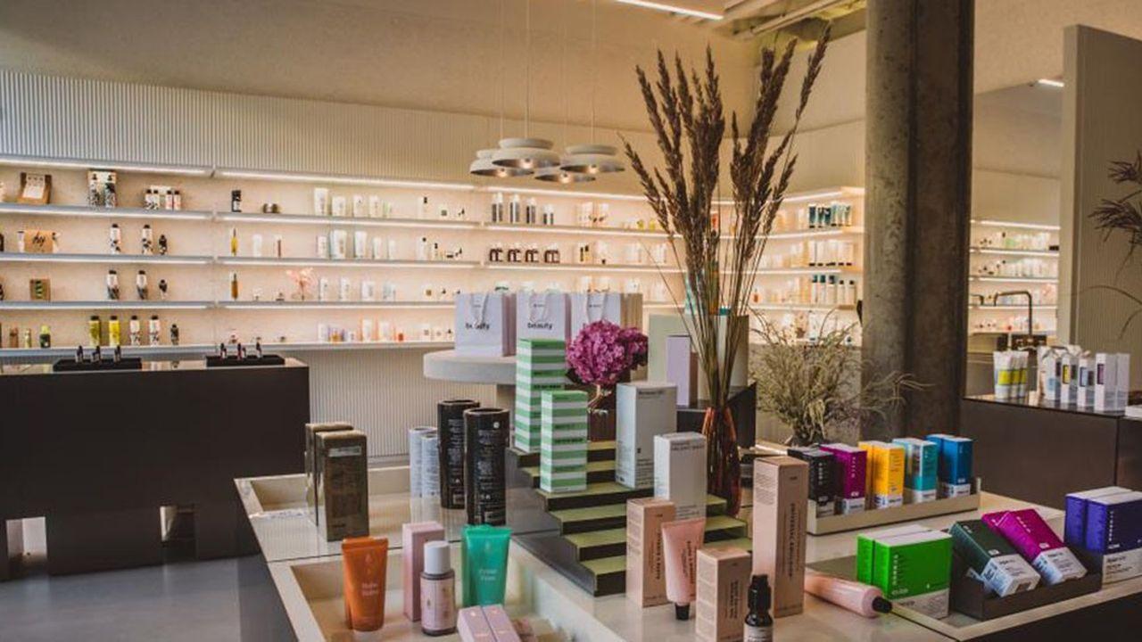 Zalando a ouvert l'été dernier dans le centre de Berlin un magasin de cosmétiques afin de répondre aux conditions de certaines marques de beauté qu'il souhaitait distribuer en ligne.