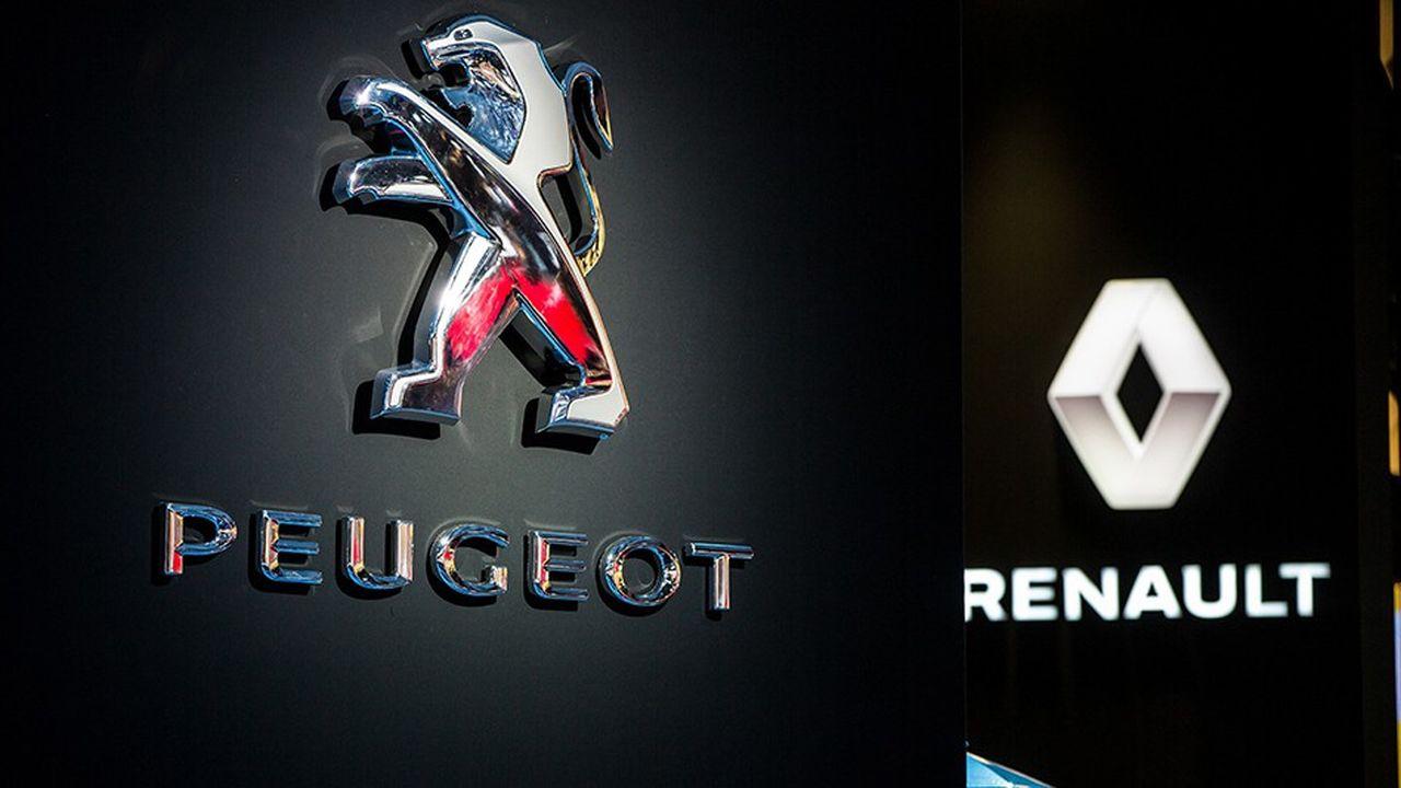 Les stands de Peugeot et Renault au Mondial Paris Motor Show en 2016.