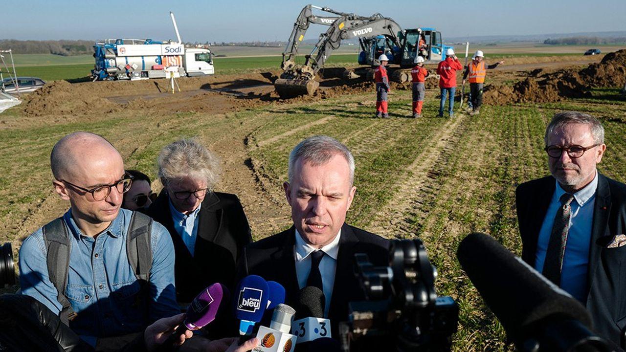Francois de Rugy, ministre de la transition ecologique et solidaire en visite sur le site de la rupture du gazoduc dans les Yvelines