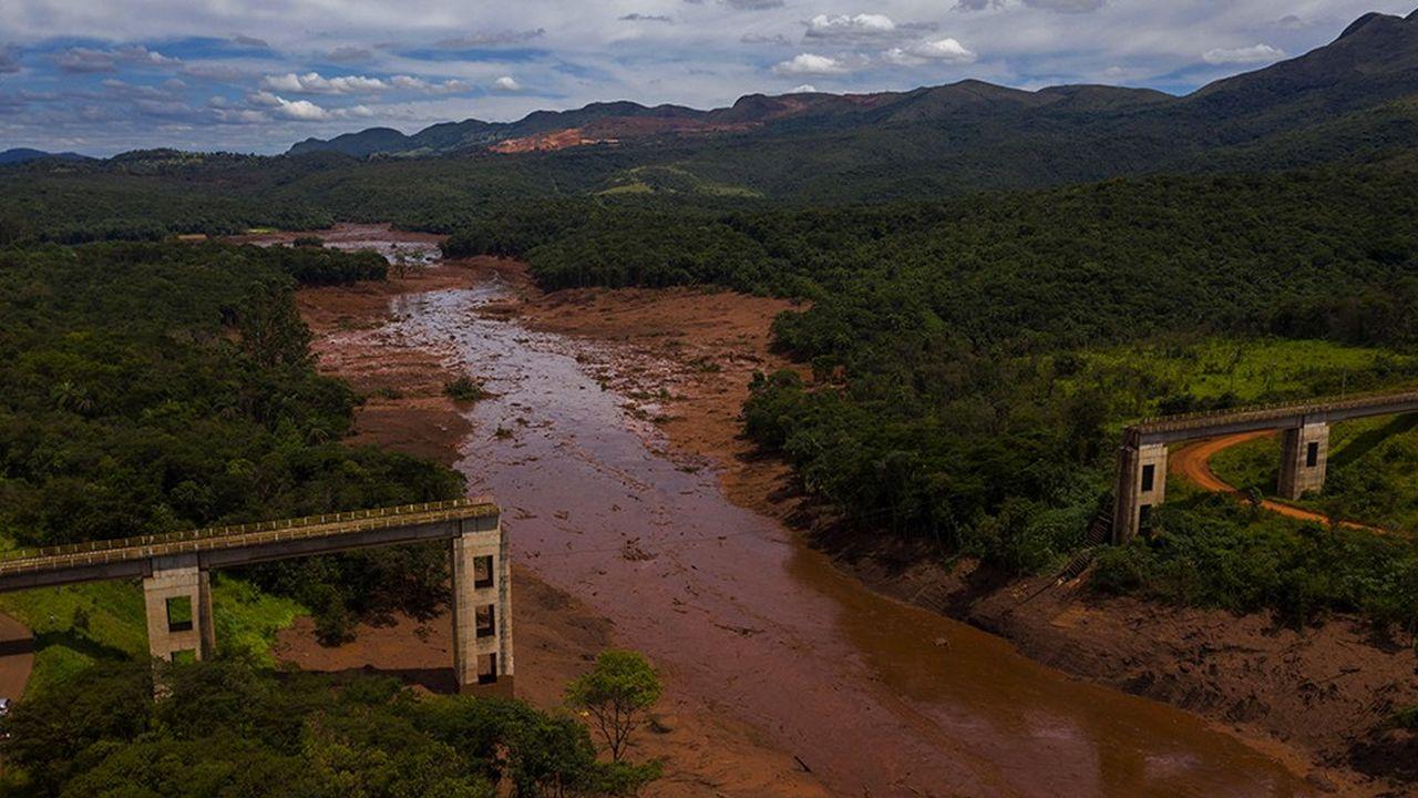 La coulée qui s'est échappée du barrage de Brumadinho a tout emporté sur son passage: des bureaux, un réfectoire, une auberge proche… Sur son parcours, elle a aussi détruit des dizaines de maisons construites au bord de la rivière. Le cours d'eau est contaminé sur plus de 300 kilomètres.