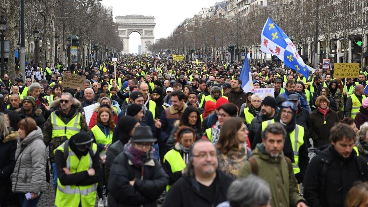 Malgré un temps maussade, 5.800 personnes ont suivi une marche de 12 kilomètres dans les rues de Paris cet après-midi.