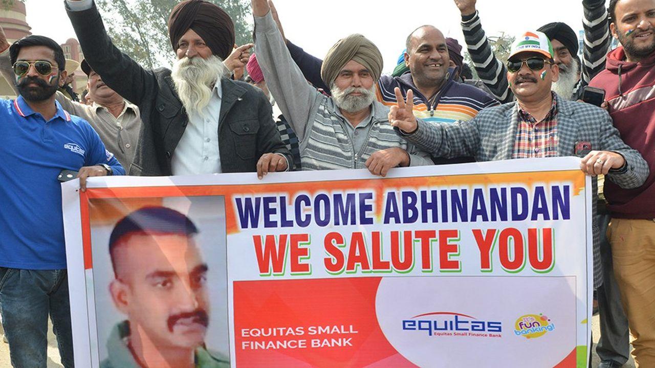 Les Indiens célébraient vendredi le retour au pays du pilote indien capturé, la veille, par les forces armées pakistanaises.