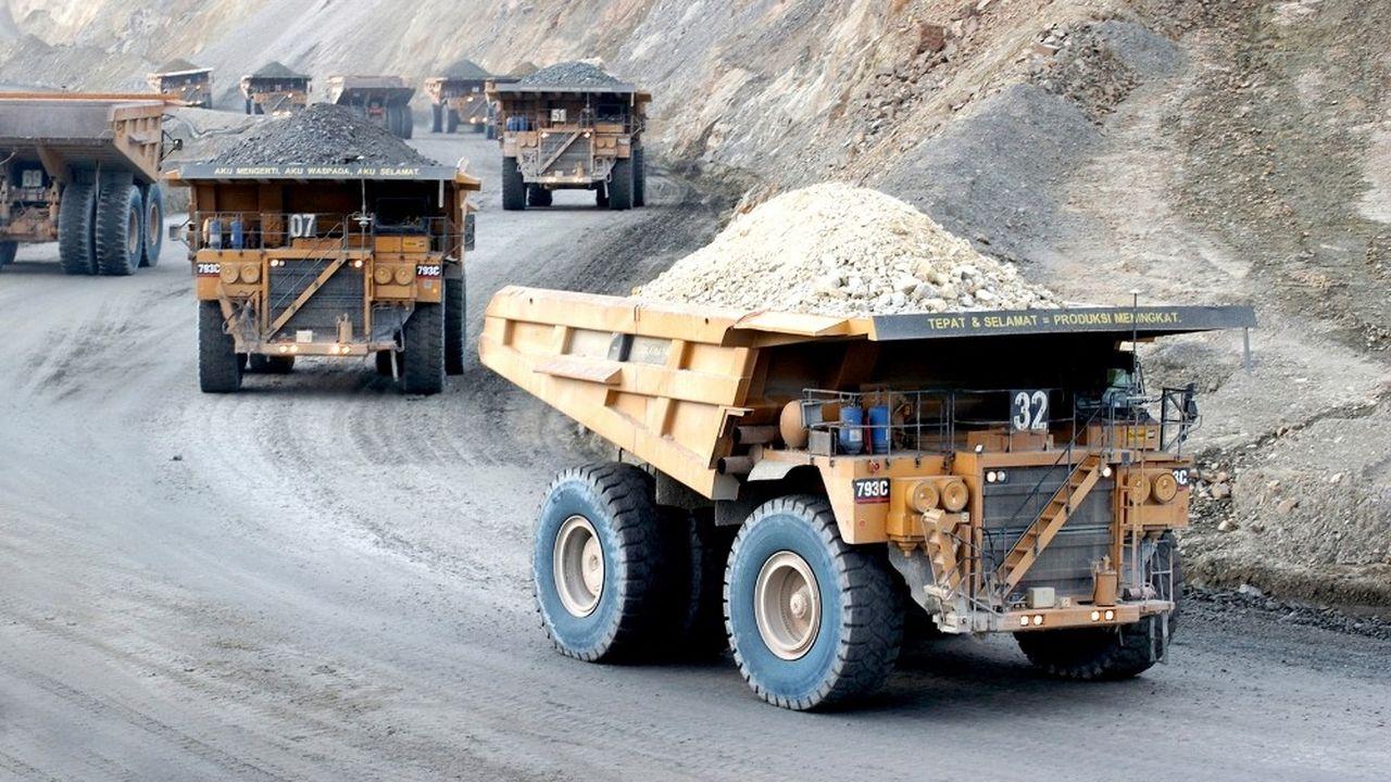Le conseil d'administration du groupe minier américain Newmont estime qu'une union avec Goldcorp est préférable à un rachat par Barrick Gold.