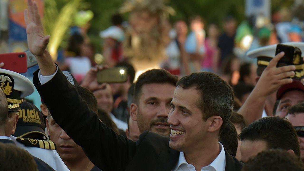 L'opposant Juan Guaido est rentré lundi au Venezuela malgré les risques d'emprisonnement pour avoir passé outre une interdiction de sortie du territoire.